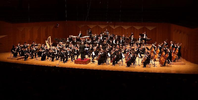 香港管弦樂團今日(四月十六日)在韓國首爾藝術殿堂演出。