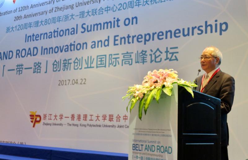 教育局局長吳克儉今日(四月二十二日)在杭州出席「一帶一路」創新創業國際高峰論壇,並致開幕辭。他指香港擁有獨特地理位置、具競爭力的人才庫及國際化的營商環境,可在「一帶一路」倡議中作為內地與世界各地之間的「超級聯繫人」。