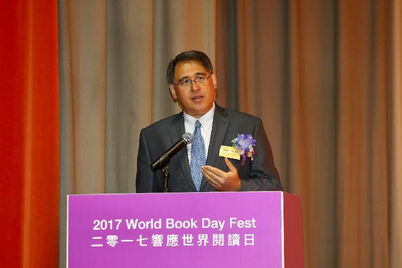語文教育及研究常務委員會主席黃嘉純今日(四月二十二日)在「二○一七響應世界閱讀日──悅愛閱讀、愈讀愈愛」開幕禮上致辭。