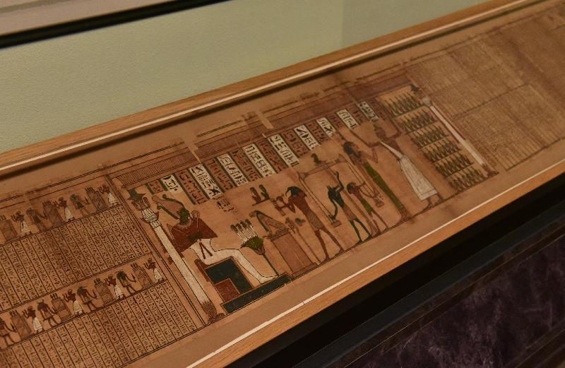 「羅浮宮的創想──從皇宮到博物館的八百年」展覽開幕典禮今日(四月二十五日)在香港文化博物館舉行。圖示奈斯曼《死亡書》:秤量心臟圖(古埃及晚期,羅浮宮博物館古埃及文物部)。