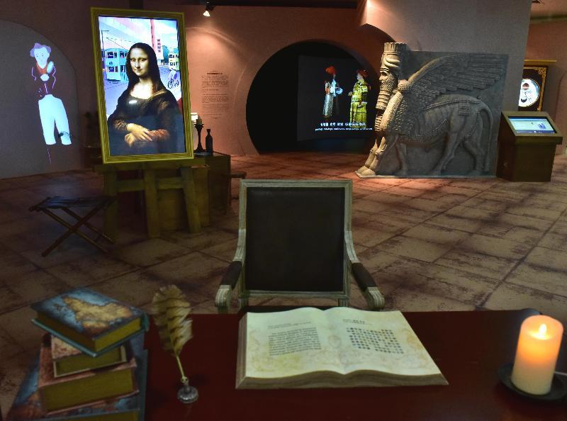 「羅浮宮的創想──從皇宮到博物館的八百年」展覽開幕典禮今日(四月二十五日)在香港文化博物館舉行。圖示展覽的教育專區,透過互動及放映節目,讓觀眾發掘不同藏品和當中的精彩故事。