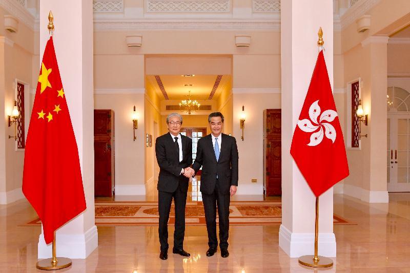 行政長官梁振英(右)今日(四月二十七日)下午在禮賓府與訪港的泰國副總理頌吉會面,就雙方關注的議題交換意見。