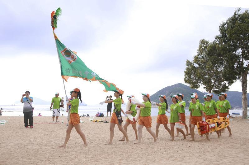 2017香港水上安全日及第二十屆香港沙灘競技賽暨全港拯溺隊沙灘大會操明日(五月一日)上午九時起於淺水灣泳灘舉行。圖示2016全港拯溺隊沙灘大會操的其中一支參與隊伍。