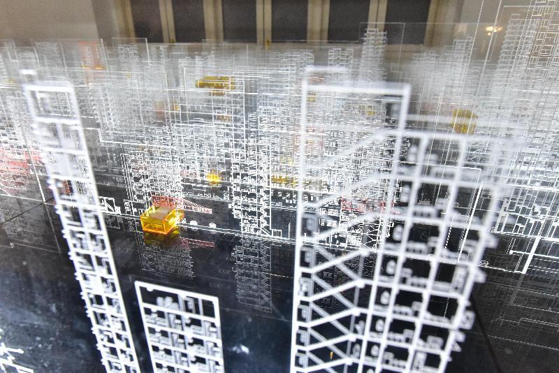 建築兵法--「第十五屆威尼斯國際建築雙年展」香港回應展於即日至五月三十日在北角油街實現舉行。圖示建築師鄧耀倫的作品「空間的貧窮與多元」。