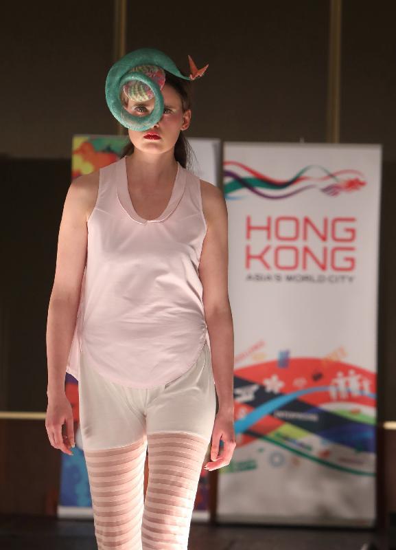 香港設計師於五月二日(倫敦時間)在倫敦經貿辦支持的香港時裝之夜中展示其特別的設計。
