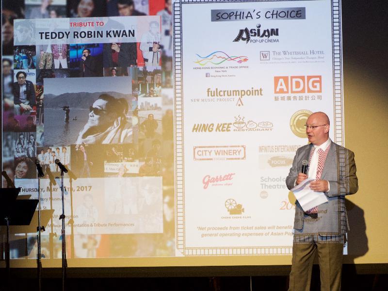 香港駐紐約經濟貿易辦事處處長柏嘉禮於五月十一日(芝加哥時間)在芝加哥一場向泰迪羅賓致敬的頒獎晚會上向觀眾概述香港過去二十年令人振奮的創意工業發展。