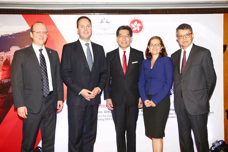 The Secretary for Commerce and Economic Development, Mr Gregory So (centre), is pictured with the Minister for Trade, Tourism and Investment of Australia, Mr Steven Ciobo (second left); Australia's Consul-General to Hong Kong and Macau, Ms Michaela Browning (second right); the Chairman of the Hong Kong General Chamber of Commerce, Mr Stephen Ng (first right); and the Chairman of the Australian Chamber of Commerce Hong Kong and Macau, Professor Richard Petty (first left), at a breakfast event today (May 16) announcing the official launch of the Free Trade Agreement negotiation between Hong Kong and Australia.