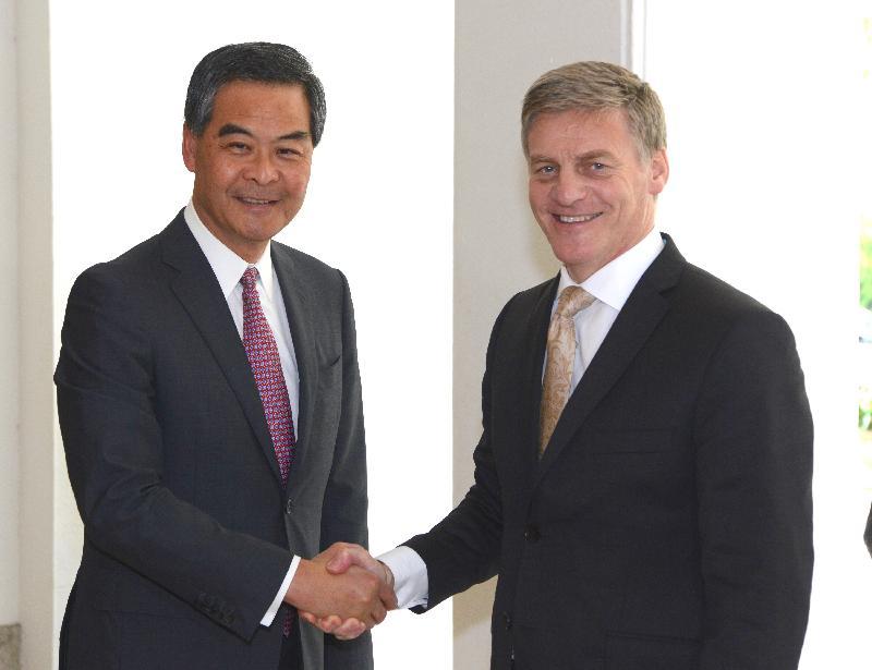 行政長官梁振英(左)今日(五月十九日)下午在禮賓府與訪港的新西蘭總理比爾.英格利希(右)會面。
