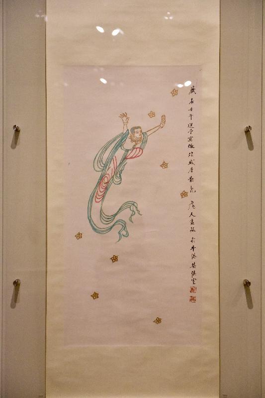 「敦煌韻致--饒宗頤教授之敦煌學術藝術展」今日(五月二十三日)於香港文化博物館開幕。圖為展出的畫作《散花飛天》。