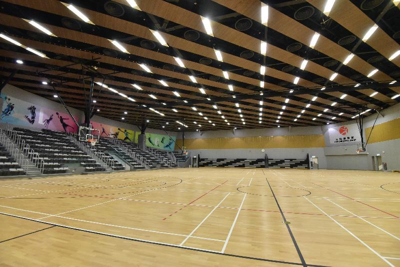 全新的元朗體育館位於元朗文化康樂大樓的三樓及四樓,面積約七千六百平方米。四樓為一個多用途主場,可用作兩個籃球場或兩個排球場或八個羽毛球場。
