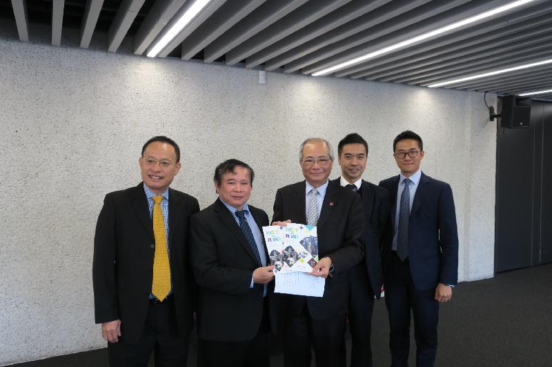 教育局局長吳克儉(中)於五月二十四日(倫敦時間)出席由英國文化協會舉辦的全球國際教育論壇「Going Global 2017」,並與越南教育培訓部副部長Bui Van Ga(左二)舉行雙邊會議。
