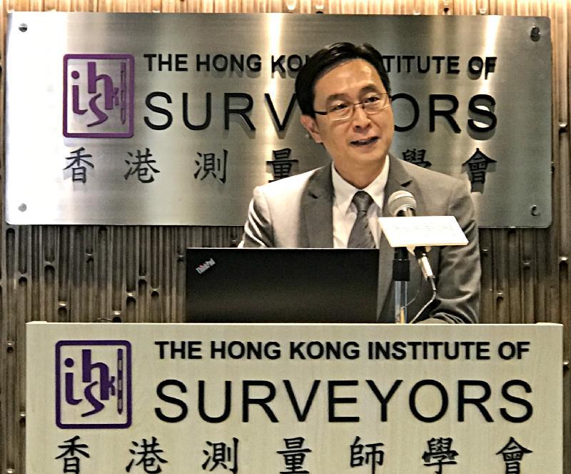 發展局局長馬紹祥今日(五月二十五日)在香港測量師學會主辦的「區區有特色」地區發展創作比賽2017的啟動禮上致辭。