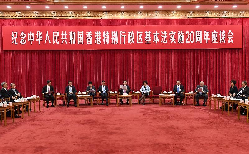 行政長官梁振英今日(五月二十七日)在北京出席紀念中華人民共和國《香港特別行政區基本法》實施二十周年座談會。圖為全國人大常委會委會長張德江(右六)發表講話。