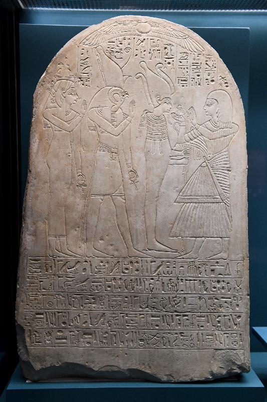 香港科學館本年度重點展覽「香港賽馬會呈獻系列:永生傳說--透視古埃及文明」明日(六月二日)起舉行。圖示展品「蘇瑟奈斯的墓碑」(約公元前950年,大英博物館藏品)。