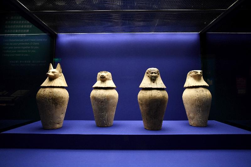 香港科學館本年度重點展覽「香港賽馬會呈獻系列:永生傳說--透視古埃及文明」明日(六月二日)起舉行。圖示展品「節德巴斯迪方克的卡諾皮克罐」(約公元前380至343年,大英博物館藏品)。