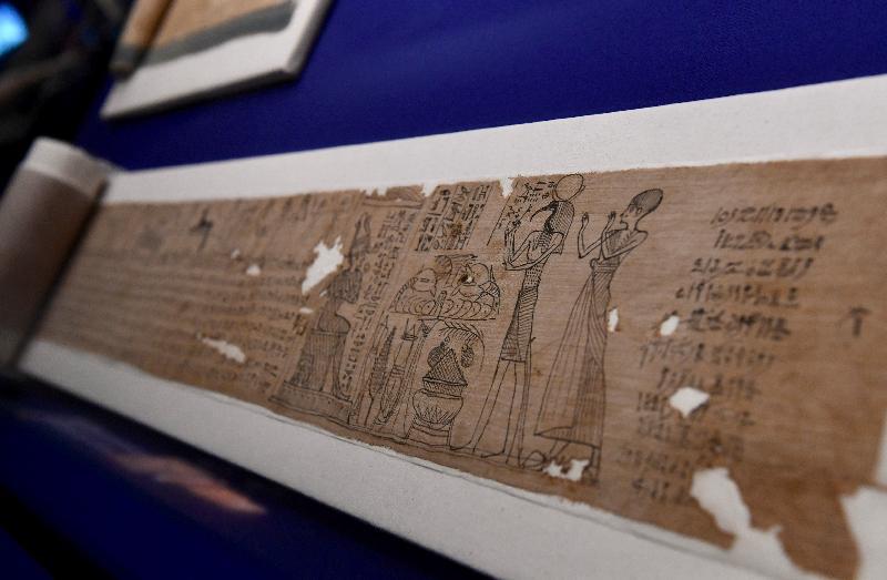 香港科學館本年度重點展覽「香港賽馬會呈獻系列:永生傳說--透視古埃及文明」明日(六月二日)起舉行。圖示展品「荷爾的帶銘文布條」(約公元前332至250年,大英博物館藏品)。