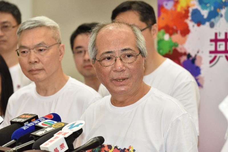 教育局局長吳克儉今日(六月三日)參與九龍城區「共慶回歸顯關懷」家訪活動後會見傳媒。