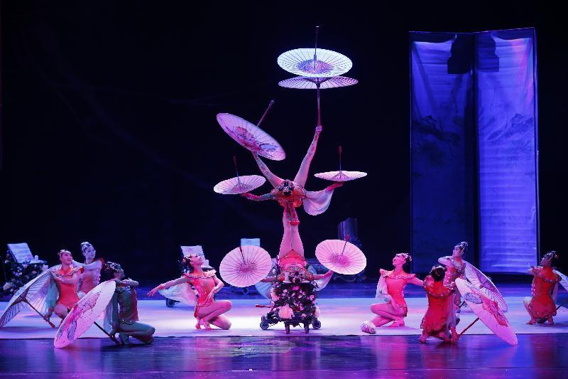 暑期大型藝術節「國際綜藝合家歡」的開幕節目《絕技天工》,由於反應熱烈,於七月八日(星期六)下午三時加演一場。《絕技天工》由享譽國際的中國雜技團帶來集美感、力量與準確度於一身的絕技表演。