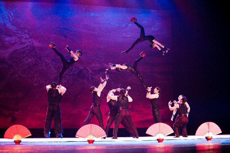 暑期大型藝術節「國際綜藝合家歡」的開幕節目《絕技天工》,由於反應熱烈,於七月八日(星期六)下午三時加演一場。《絕技天工》亦是香港特別行政區成立二十周年的慶祝節目之一。