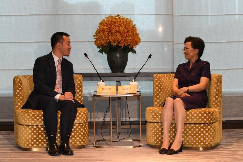 政制及內地事務局副局長陳岳鵬(左)今日(六月五日)在杭州與浙江省副省長梁黎明(右)會晤。