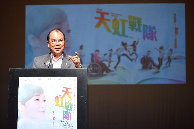 政務司司長張建宗今日(六月十一日)在「賽馬會無障礙劇團跨障別戲劇計劃」周年演出《天虹戰隊》暨計劃閉幕禮上致辭。
