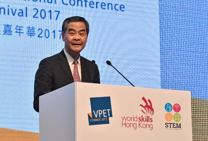 行政长官梁振英今日(六月十六日)出席职业专才教育国际研讨会暨香港青年技能大赛与嘉年华2017,并在开幕典礼上致辞。