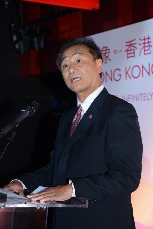 為慶祝香港特別行政區成立二十周年,發展局及規劃署合辦「印象∞香港」展覽。展覽由明日(六月二十日)至十一月三十日於中環展城館舉行。圖示規劃署署長李啟榮今日(六月十九日)在開幕禮致辭。