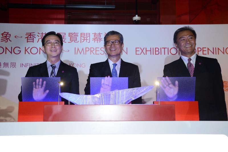 財政司司長陳茂波今日(六月十九日)傍晚出席在展城館舉行的「印象∞香港」展覽開幕禮。圖示(左起)發展局局長馬紹祥、陳茂波和規劃署署長李啟榮主持典禮。