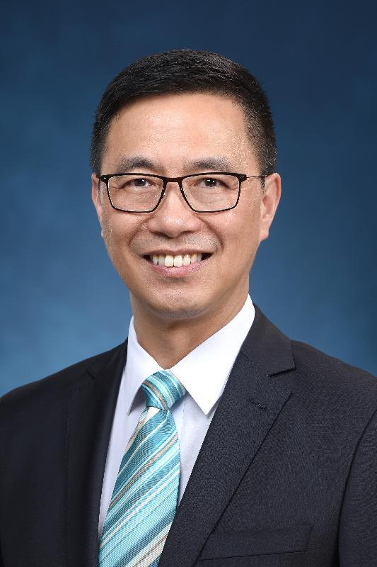 候任教育局局長楊潤雄。