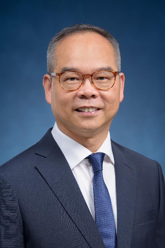 候任民政事務局局長劉江華。