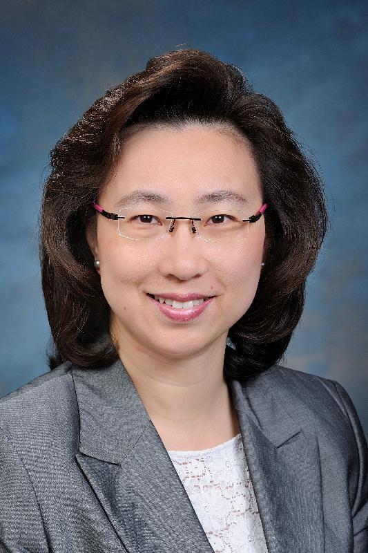 現任運輸署署長楊何蓓茵將於二○一七年七月二十六日出任教育局常任秘書長。