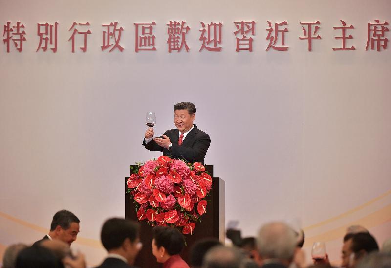 國家主席習近平今日(六月三十日)晚上於香港特別行政區政府歡迎晚宴上祝酒。