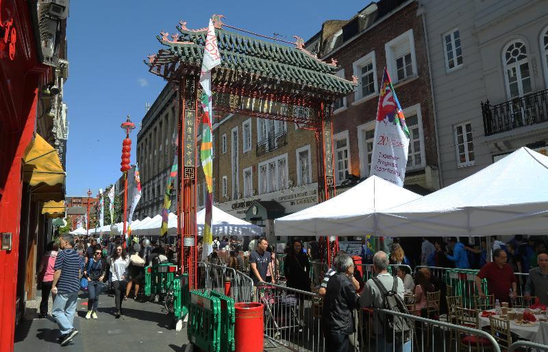 香港駐倫敦經濟貿易辦事處支持於七月二日(倫敦時間)在倫敦華埠舉行的盆菜宴,慶祝香港特別行政區成立二十周年,近千人參與這項香港的傳統節慶活動。