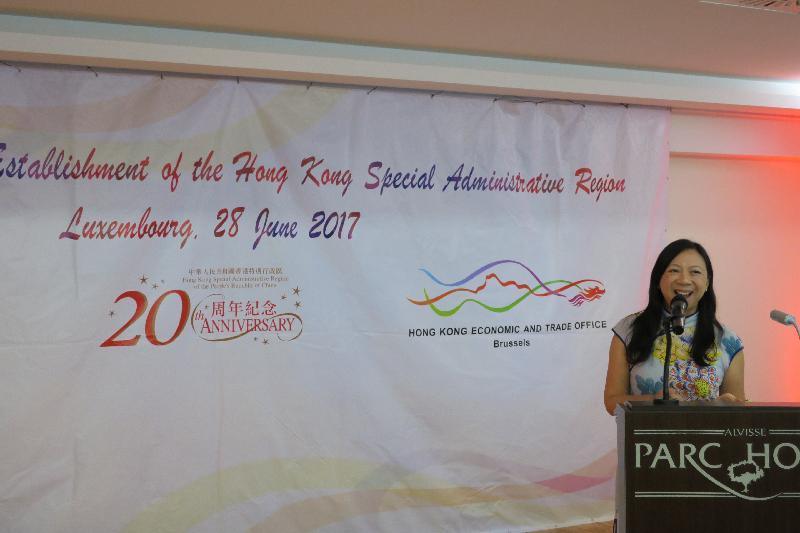 香港駐布魯塞爾經濟貿易辦事處於六月二十八日(盧森堡時間)在盧森堡舉行香港特別行政區成立二十周年慶祝酒會。圖示香港駐歐洲聯盟特派代表林雪麗在酒會上向嘉賓致辭。
