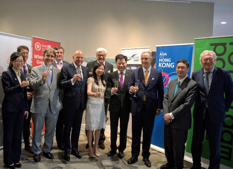 香港特別行政區成立二十周年商務研討會暨慶祝晚宴於六月三十日(鹿特丹時間)在鹿特丹舉行。香港駐歐洲聯盟特派代表林雪麗(前排左四)、鹿特丹市市長Ahmed Aboutaleb(前排右三)、中國駐荷蘭大使吳懇(前排右四)、香港貿易發展局歐洲首席代表徐耀霖(前排右二)及荷蘭香港工商總會主席Hans Poulis (前排左三)出席晚宴。
