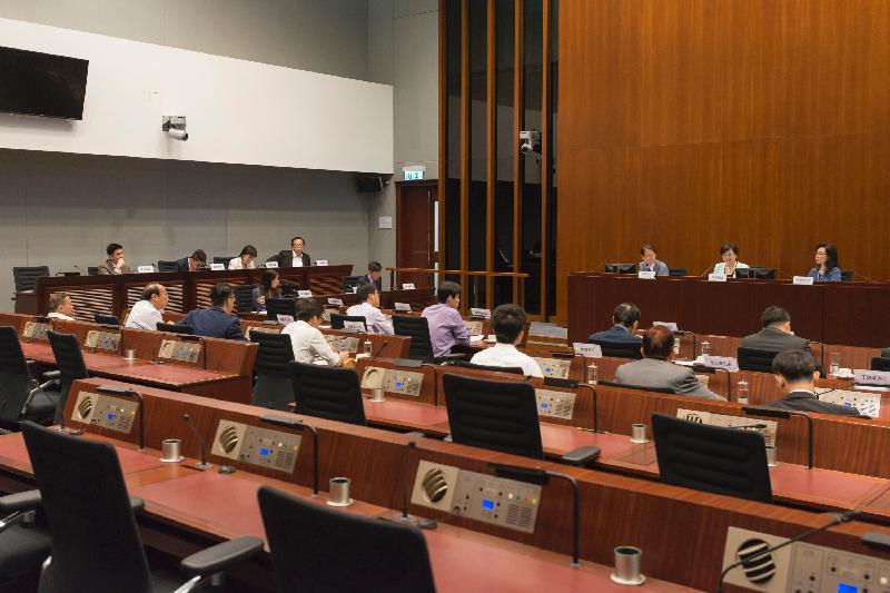 立法會議員與九龍城區議會議員今日(七月七日)在立法會綜合大樓舉行會議,就公眾關注的事項交換意見。