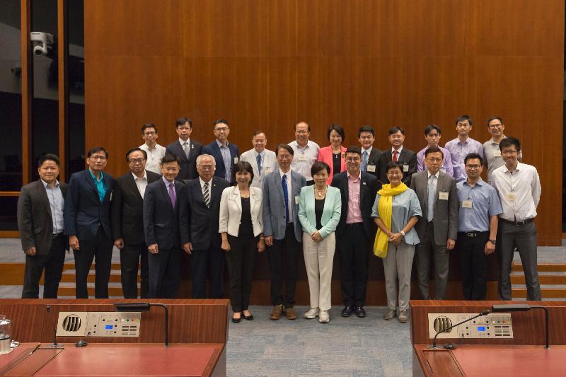 立法會議員與九龍城區議會議員今日(七月七日)在立法會綜合大樓舉行會議後合照。