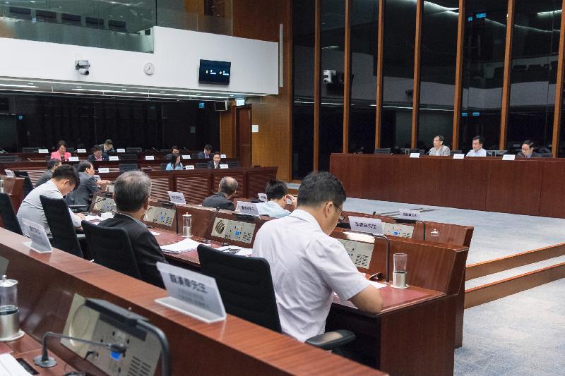 立法會議員與西貢區議會議員今日(七月七日)在立法會綜合大樓舉行會議,就公眾關注的事項交換意見。