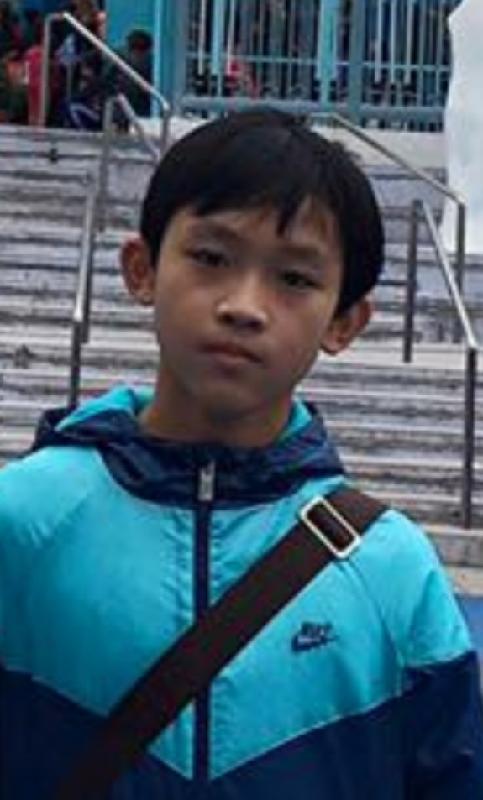 十四歲失蹤男童陳浩安身高約一點六五米,體重約四十五公斤,瘦身材,尖面型,黃皮膚,蓄短直黑髮。他最後露面時身穿黑色短袖上衣,黑色運動褲及黑色鞋。