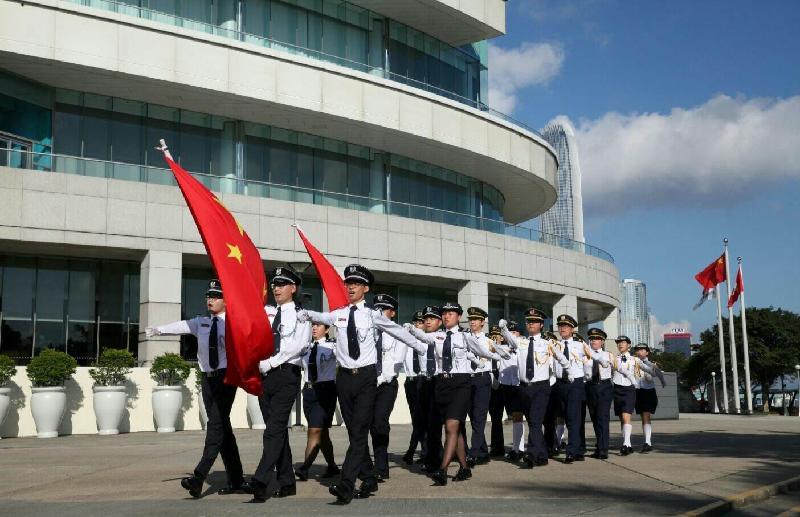 青少年制服團隊大巡遊暨嘉年華於七月十六日(星期日)舉行。圖示將於嘉年華表演的香港升旗隊總會。
