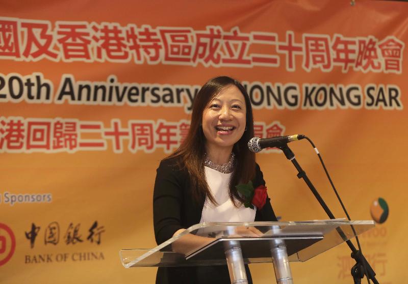 由香港駐倫敦經濟貿易辦事處(倫敦經貿處)支持的慶祝香港特別行政區成立二十周年晚會於七月九日(倫敦時間)在英國倫敦舉行,倫敦經貿處處長杜潔麗於晚會上致辭。