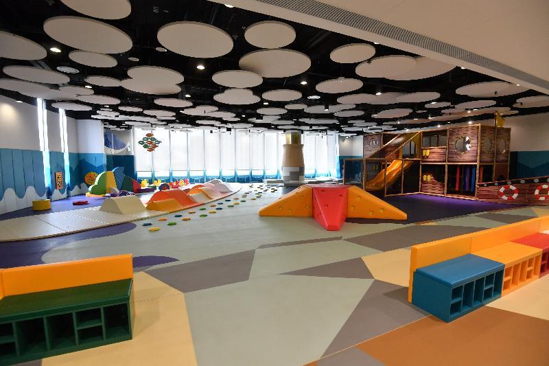 青衣西南康體大樓佔地約6 700平方米,提供多元化的康體設施,包括位於一樓至三樓的青衣西南體育館。圖示兒童遊戲室。