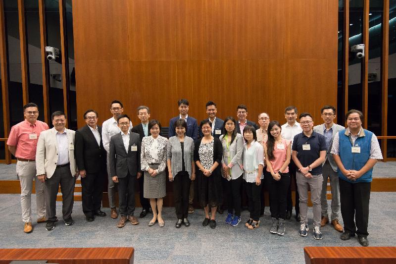 立法會議員與深水埗區議會議員今早(七月十四日)在立法會綜合大樓舉行會議後合照。
