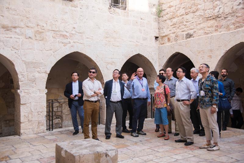 應以色列外交部的邀請,立法會工商事務委員會訪問團昨日(以色列時間七月二十三日)參觀了耶路撒冷舊城,以加深認識以色列的歷史文化背景。