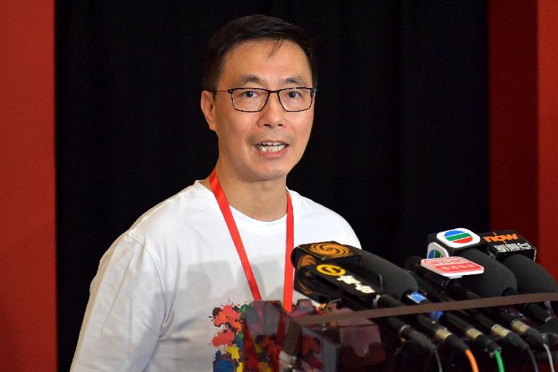 教育局局長楊潤雄今日(七月二十五日)參與油尖旺區「共慶回歸顯關懷」家訪活動前會見傳媒。