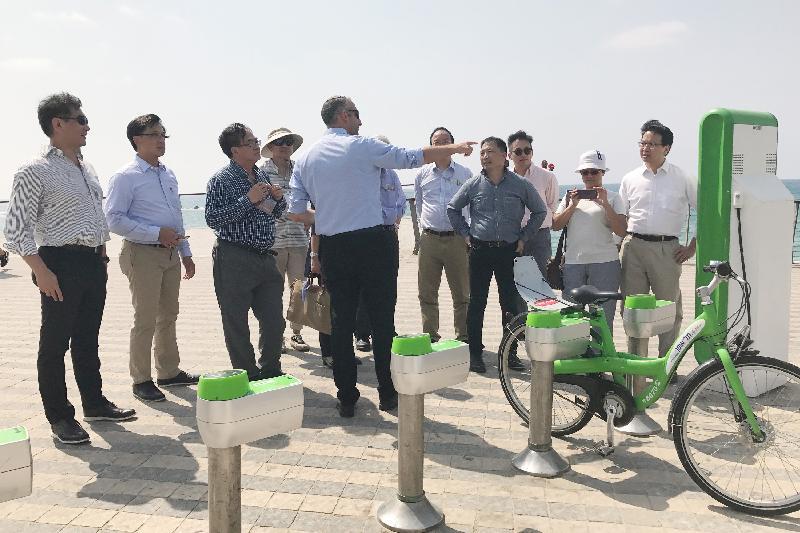立法會工商事務委員會訪問團昨日(以色列時間七月二十四日)參觀有智慧城市之稱的特拉維夫,體驗其應用於城市規劃的創新科技。