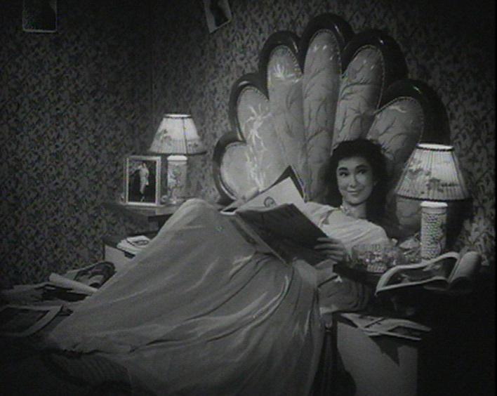 為紀念樂蒂的八十歲誕辰,康樂及文化事務署香港電影資料館於八月二十五日至九月三十日舉行「淡妝濃抹總相宜——樂蒂八十誕辰紀念展」,選映二十一齣樂蒂的電影。圖為《女子公寓》(1956)劇照。