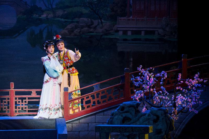 康樂及文化事務署主辦的「中國戲曲節」於八月三日至五日(星期四至六)獻上由上海越劇院一團演出的越劇經典及新編劇目。