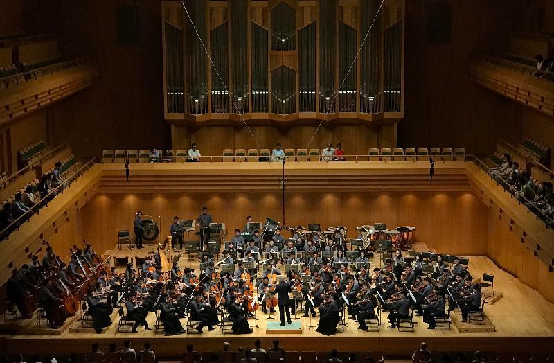 亞洲青年管弦樂團今日(七月三十一日)在日本東京Opera City音樂廳演出。