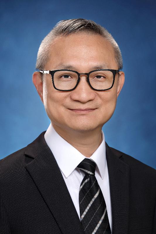 食物及衞生局副局長徐德義醫生。